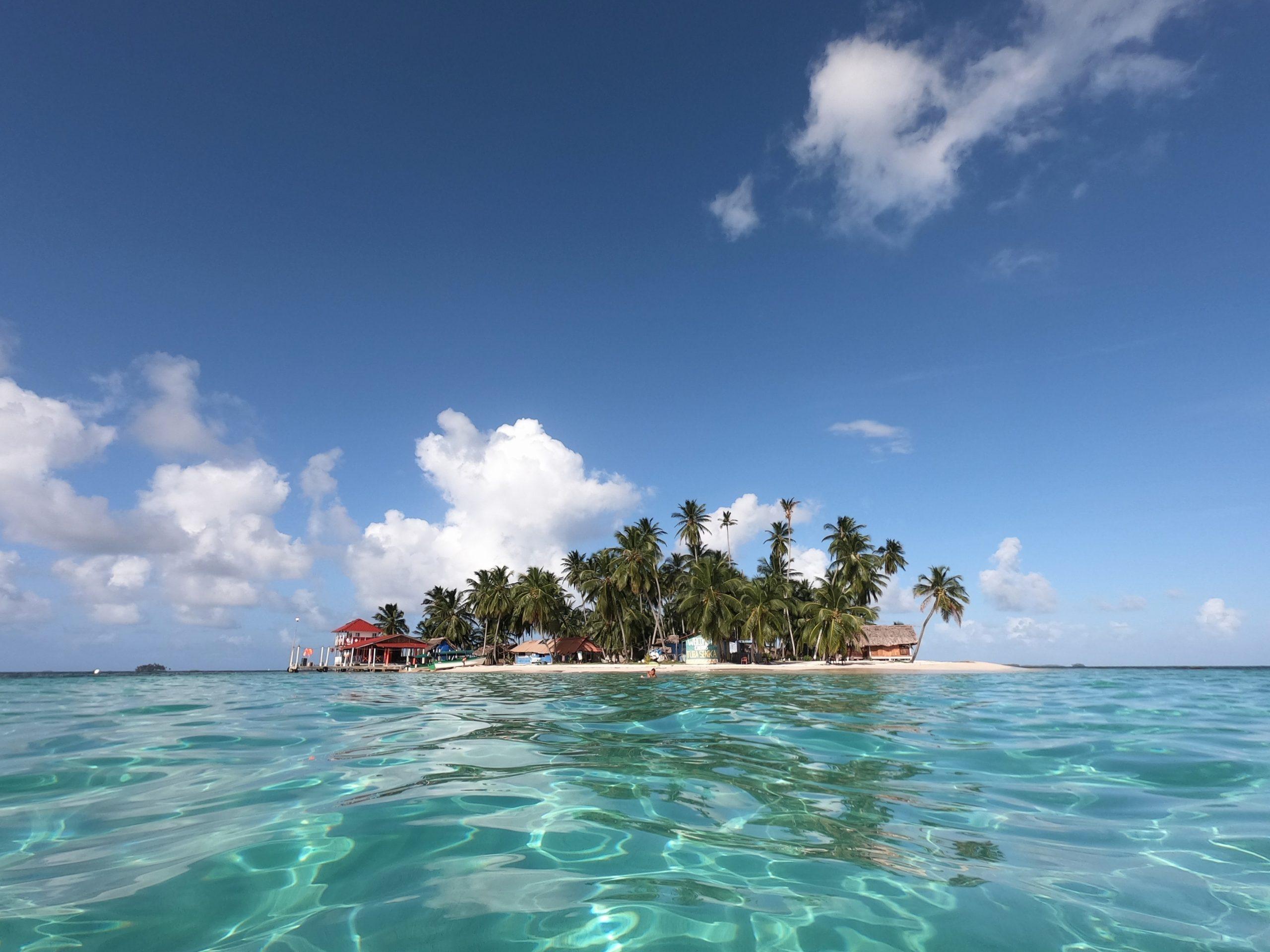 La isla de los ojos azules